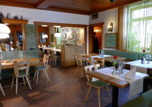 hotel-sternen-bookingcom-restaurant-01